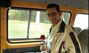קוסטאס, בדרך לפגישה עם אישה אוקראינית