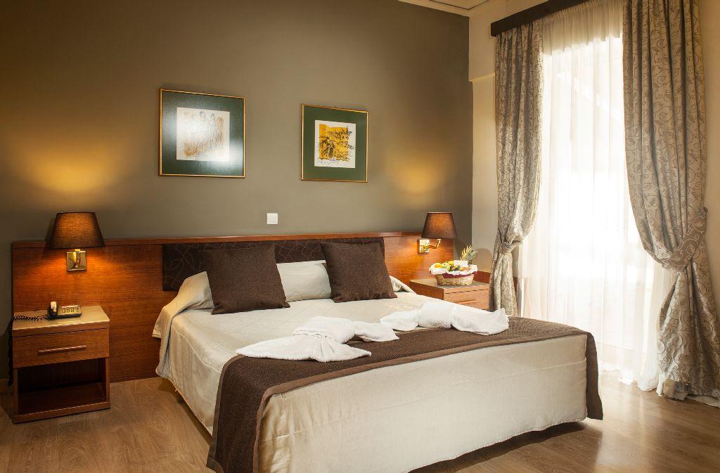 חדר במלון אקרופוליס סלקט
