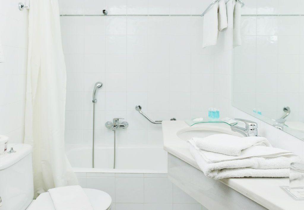 אמבטיה במלון אקרופוליס סלקט