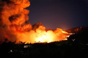 שריפת ענק סמוך לאתונה