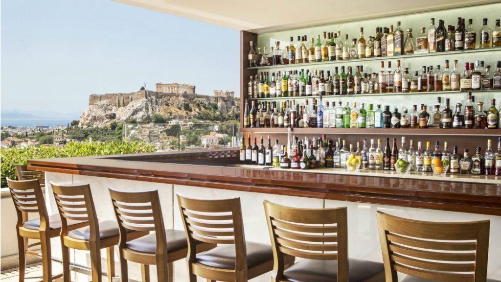 הבר של המלון עם נוף אל האקרופוליס