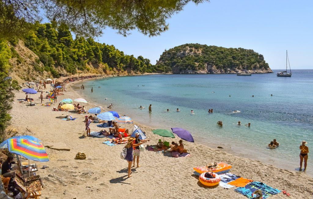 חוף באי סקופלוס