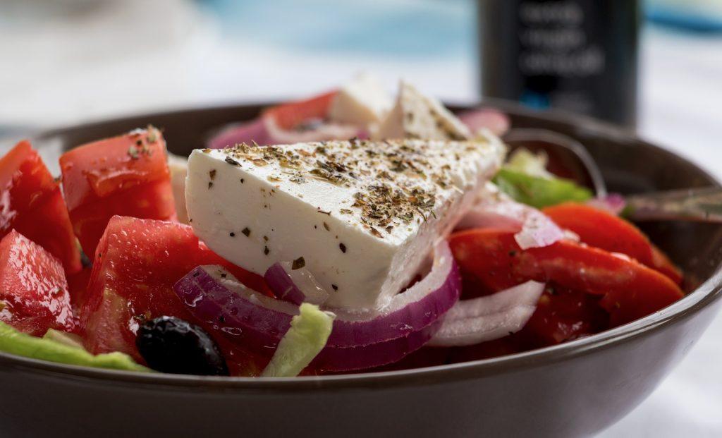 סלט יווני עם גבינת פטה