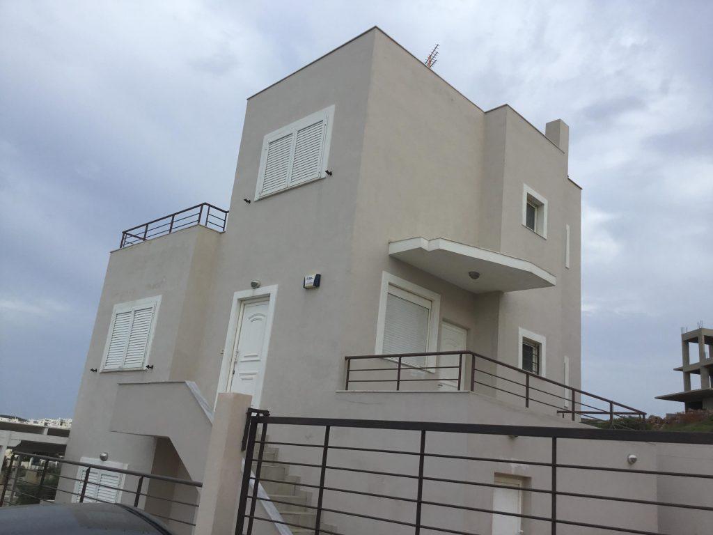 בית פרטי למכירה ביוון, בעל 3 קומות, צמוד לים ונוף מדהים