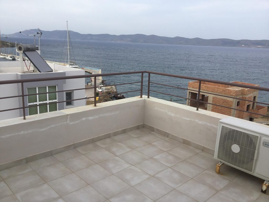 הנוף הנשקף מהמרפסת בקומה העליונה