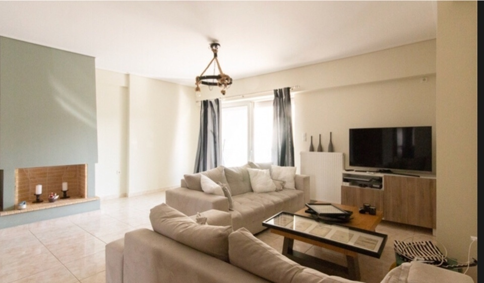 תמונה נוספת של הסלון