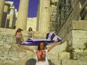 הניפה את דגל יוון ונזרקה מהאקרופוליס